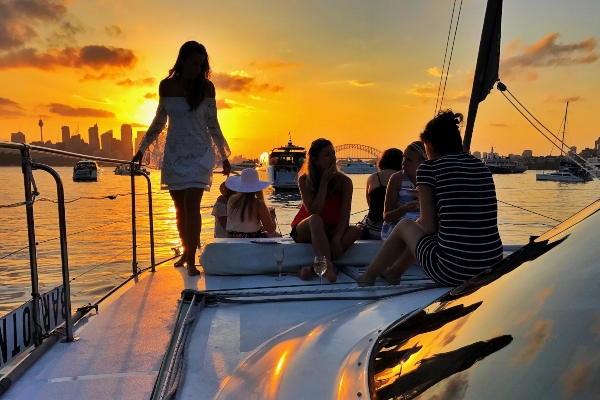 BAREFOOT Sunset group on bow 600x400