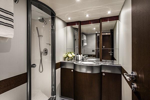 MV-Privacy-Bathroom