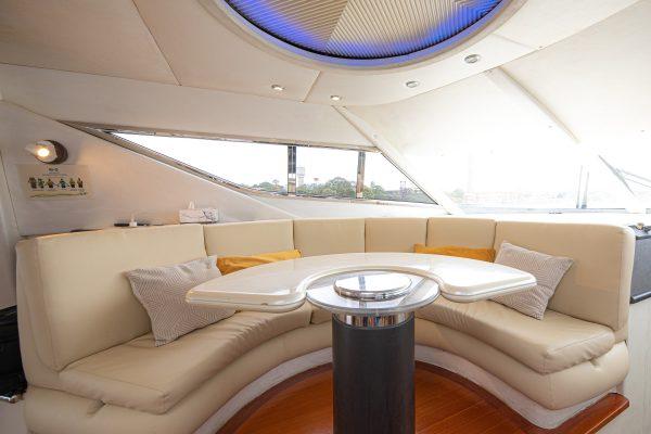Sunseeker lounge